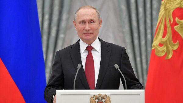 Президент РФ Владимир Путин выступает на церемонии вручения президентских премий в области науки и инноваций для молодых учёных за 2019 год. 6 февраля 2020