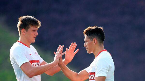 Футболисты Спартака Александр Соболев (слева) и Эсекьель Понсе