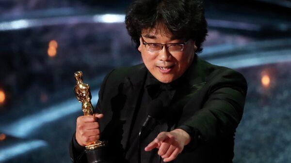 Режиссер Пон Чжун Хо на церемонии вручения премии Оскар