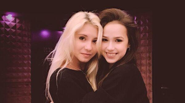 Диана Дэвис и Алина Загитова (справа)