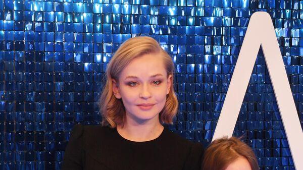Актриса Юлия Пересильд с дочками на премьере фильма Лёд 2