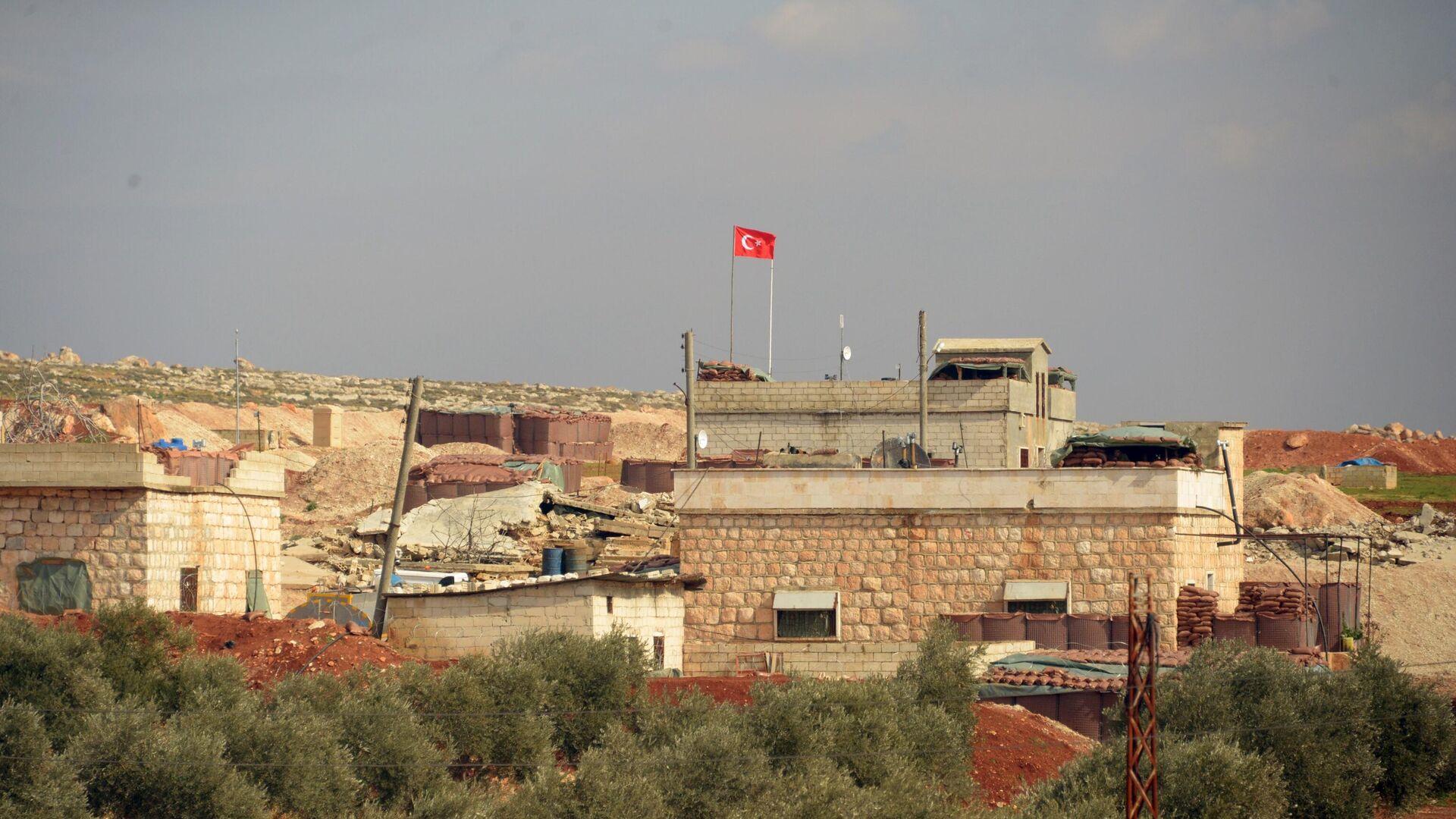 Турецкий пост наблюдения на границе с Сирией в окрестностях сирийского города Мааррат-эн-Нууман - РИА Новости, 1920, 01.09.2020