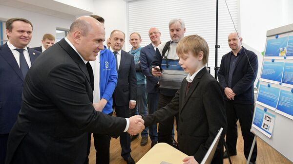 Председатель правительства РФ Михаил Мишустин во время посещения детского технопарка Новгородский Кванториум в Великом Новгороде. 11 февраля 2020