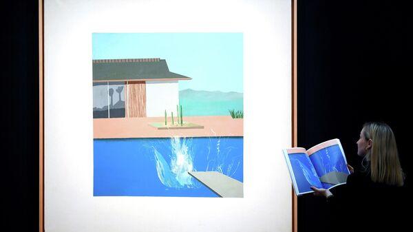 Картина английского художника Дэвида Хокни Всплеск на выставке перед аукционом современного искусства Sotheby's
