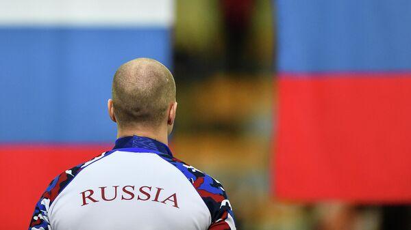 Павел Кулижников (Россия), занявший 1-е место на дистанции 1000 метров среди мужчин на чемпионате Европы по конькобежному спорту на отдельных дистанциях в Конькобежном центре Коломна.