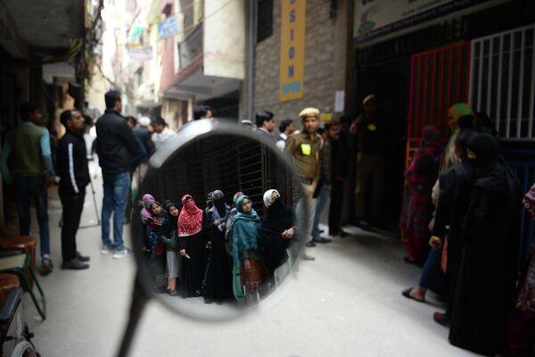 Очередь возле избирательного участка в Нью-Дели