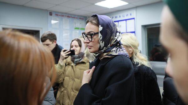 Модель, блогер Алена Водонаева в отделении полиции, где она должна дать пояснения по поводу своего поста о получателях материнского капитала