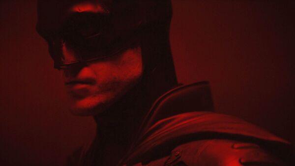 Роберт Паттинсон в костюме Бэтмена
