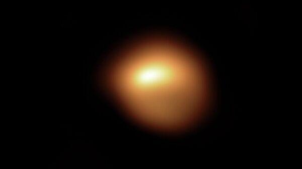 Получены фото неожиданно потускневшей поверхности Бетельгейзе