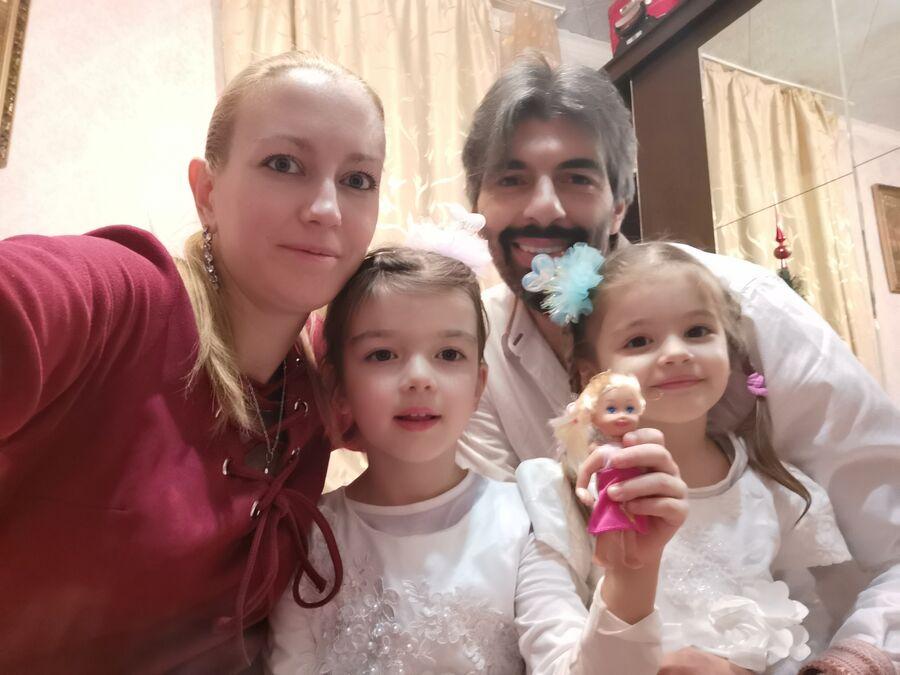 Светлана Манжосова, ее муж Массимилиано Мартинуцци, дети — Мишель, София