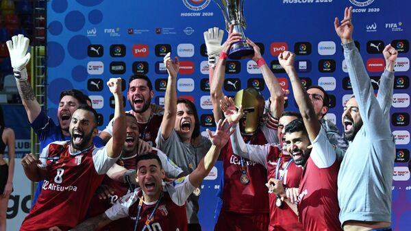 Футболисты Браги, победившие в финальном матче клубного чемпионата мира по пляжному футболу