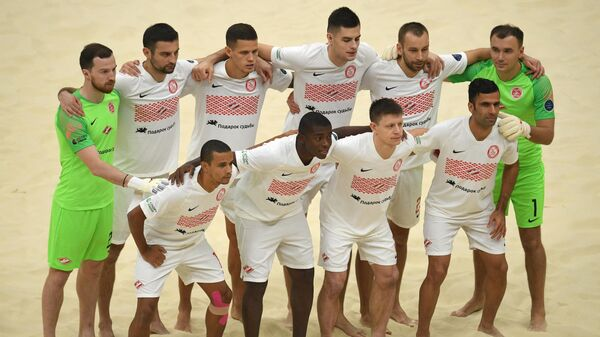 Игроки Спартака перед началом финального матча клубного ЧМ по пляжному футболу
