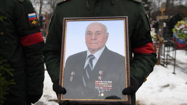 Церемония похорон легендарного разведчика Алексея Ботяна на Троекуровском кладбище