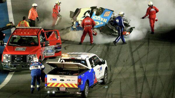 Пилот команды Roush Fenway Racing Райан Ньюман (США), попавший в аварию на гонке NASCAR Cup Series Дайтона 500 во Флориде