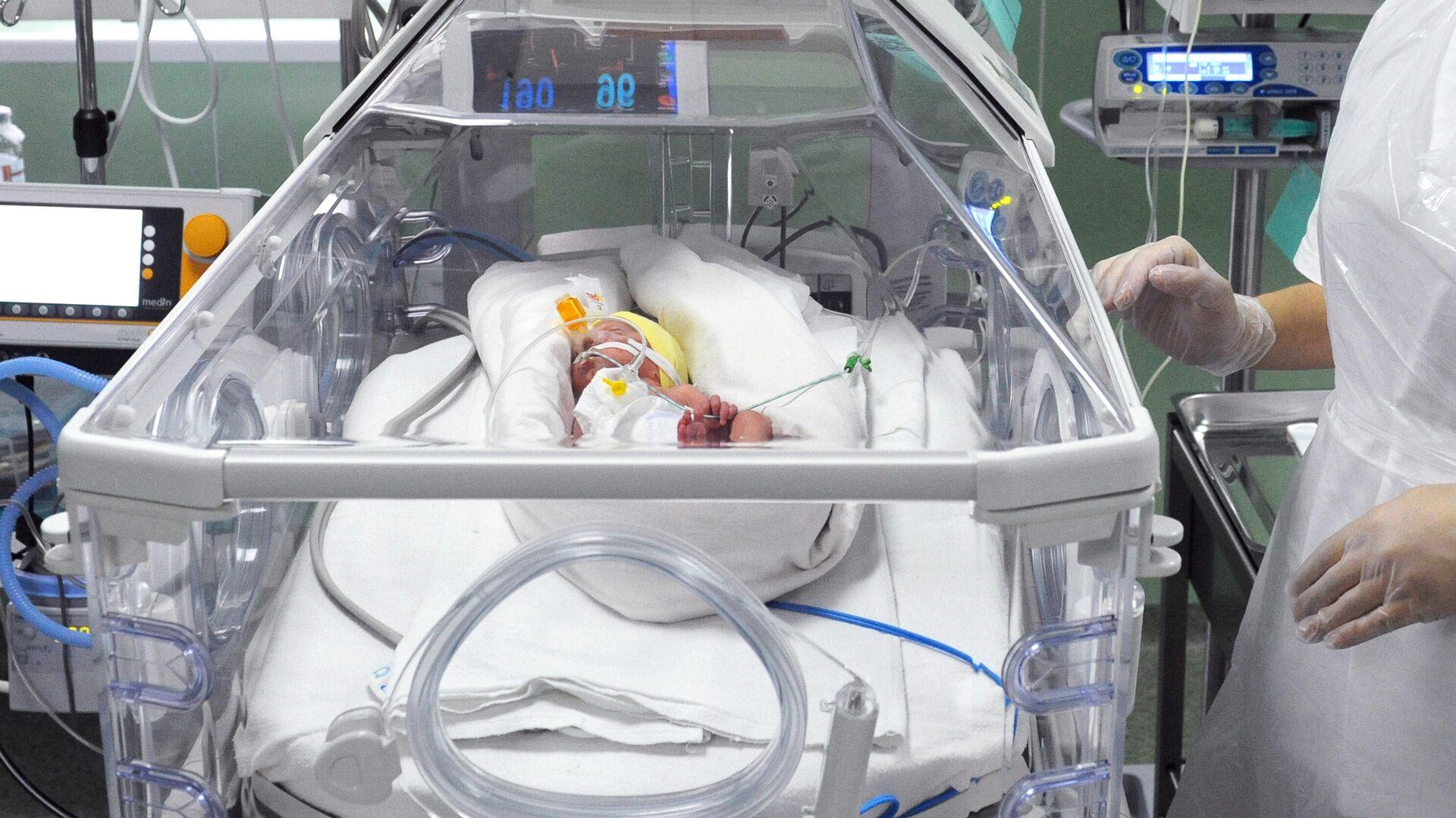 Кувез в отделение реанимации и интенсивной терапии новорожденных - РИА Новости, 1920, 12.11.2020