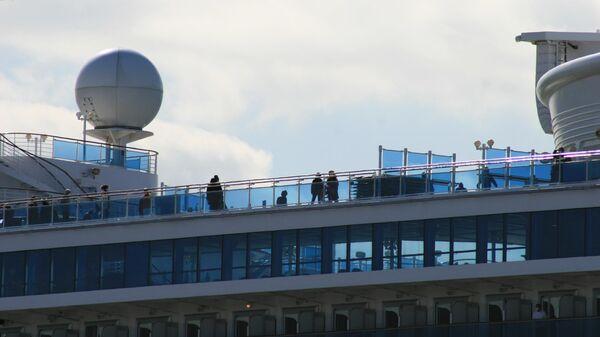 Пассажиры на судне Diamond Princess в Японии