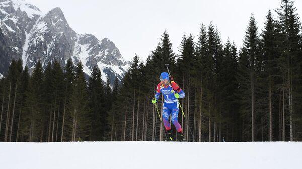 Александр Логинов на дистанции индивидуальной гонки среди мужчин на чемпионате мира по биатлону в итальянской Антерсельве