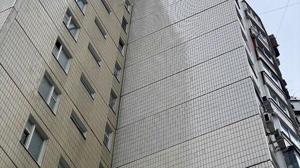 Москвич в Митине прорубил окна в глухой стене 14-этажки