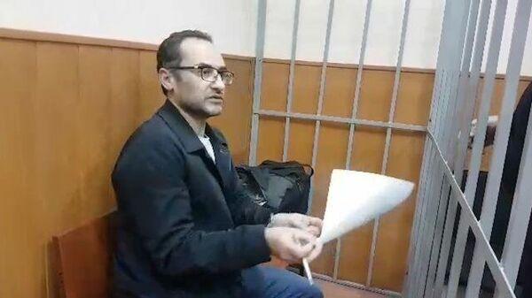 Кадры из зала суда в Москве по делу о взяточничестве гражданина США