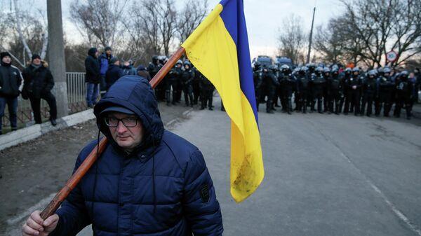 Акция протеста в Полтавской области против прибытия самолета с эвакуированными людьми из Китая. 20 февраля 2020