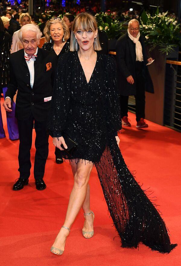 Актриса, сценарист Хайке Макач на красной дорожке церемонии открытия юбилейного 70-го Берлинского международного кинофестиваля Берлинале - 2020