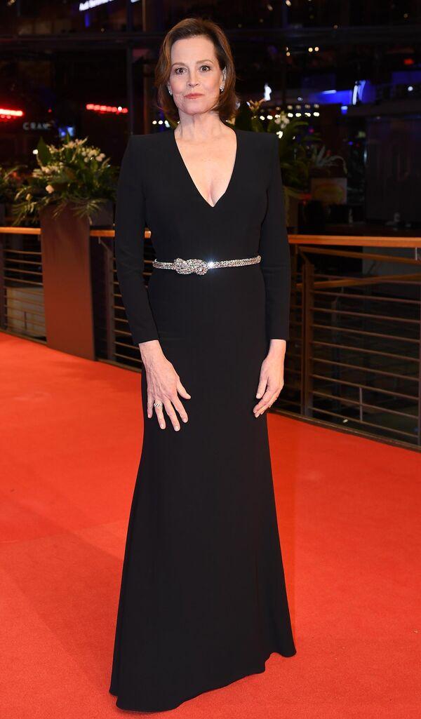 Актриса Сигурни Уивер на красной дорожке церемонии открытия юбилейного 70-го Берлинского международного кинофестиваля Берлинале - 2020