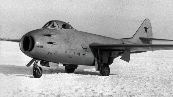 Самолет-истребитель МИГ-9
