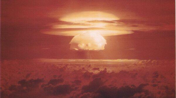 Облако, образовавшееся после взрыва Кастл Браво. 1 марта 1954