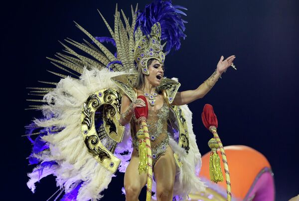 Участница карнавала в Сан-Паулу, Бразилия