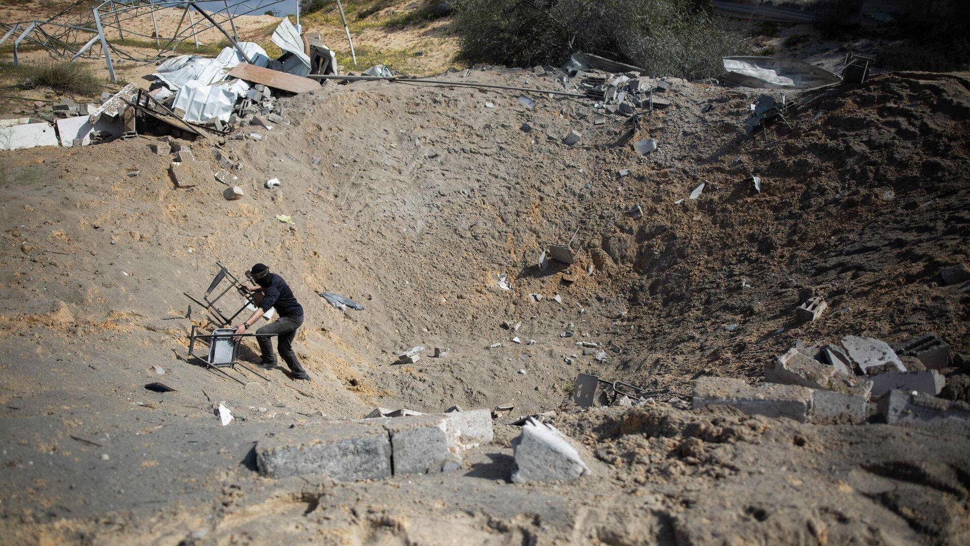 Последствия израильских авиаударов по военной базе в южной части сектора Газа - РИА Новости, 1920, 22.11.2020