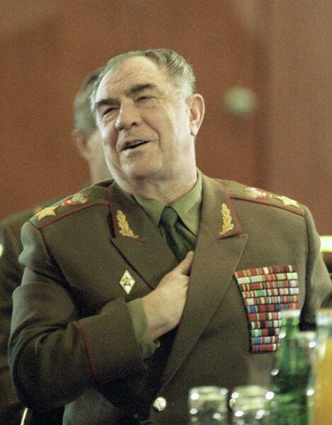 Министр обороны СССР генерал армии Дмитрий Язов