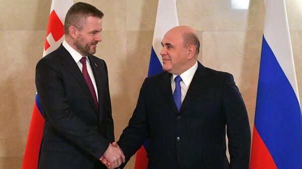Председатель правительства РФ Михаил Мишустин и председатель правительства Словацкой Республики Петер Пеллегрини во время встречи