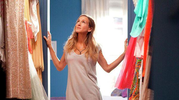 Актриса Сара Джессика Паркер в сцене из фильма режиссера Майкла Патрика Кинга Секс в большом городе-2