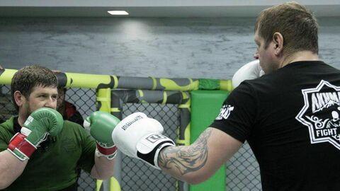 Боец смешанных единоборств Александр Емельяненко провел тренировку с главой Чечни Рамзаном Кадыровым.