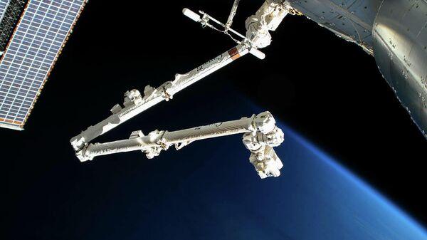 Роботизированная рука Канадарм2 на МКС