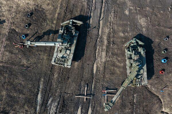 Инженерные машины разграждения - ИМР-2, участвующие на отборочном этапе всеармейского конкурса инженерных подразделений Безопасный маршрут на полигоне Молькино в Краснодарском крае