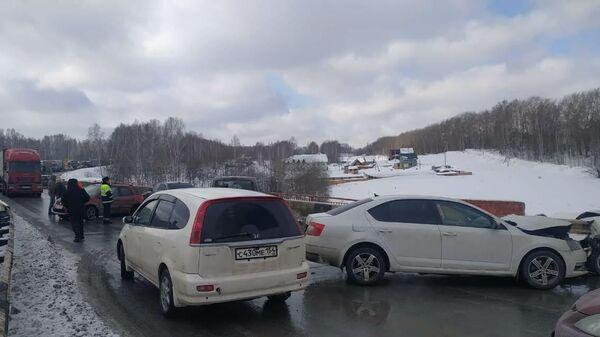 Новосибирском районе на автодороге К-19р водитель автомобиля Шкода Октавия, следовавший в сторону Кемерово, выехал на полосу встречного движения
