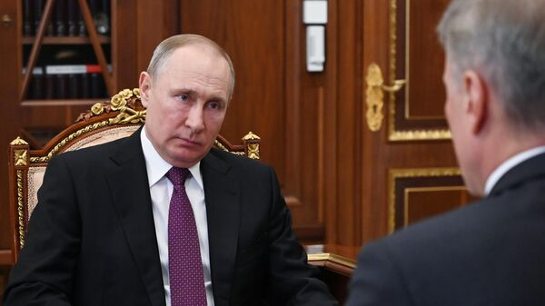Владимир Путин и президент, председатель правления Сбербанка РФ Герман Греф во время встречи