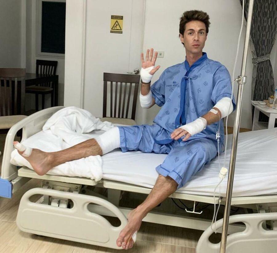 Марк Тишман в больнице на острове Пханган