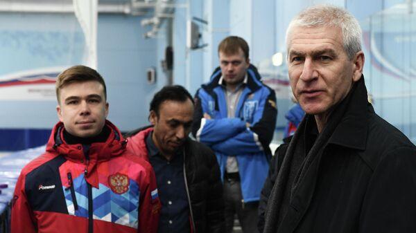 Российский шорт-трекист Семен Елистратов на встрече с министром спорта России Олегом Матыциным