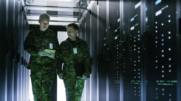 Военные в центре обработки данных