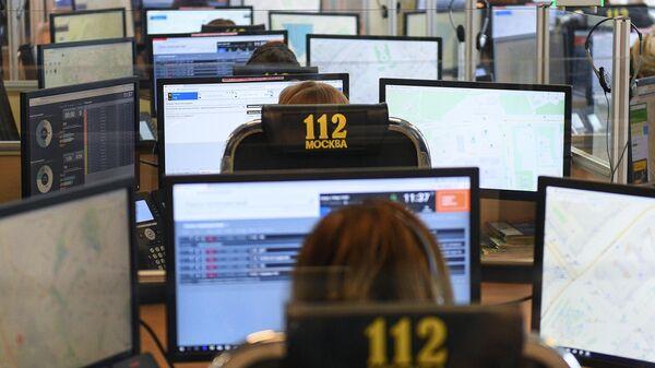 Специалисты по приему и обработке экстренных вызовов по единому номеру 112 в колл-центре ГКУ Система 112 в Москве