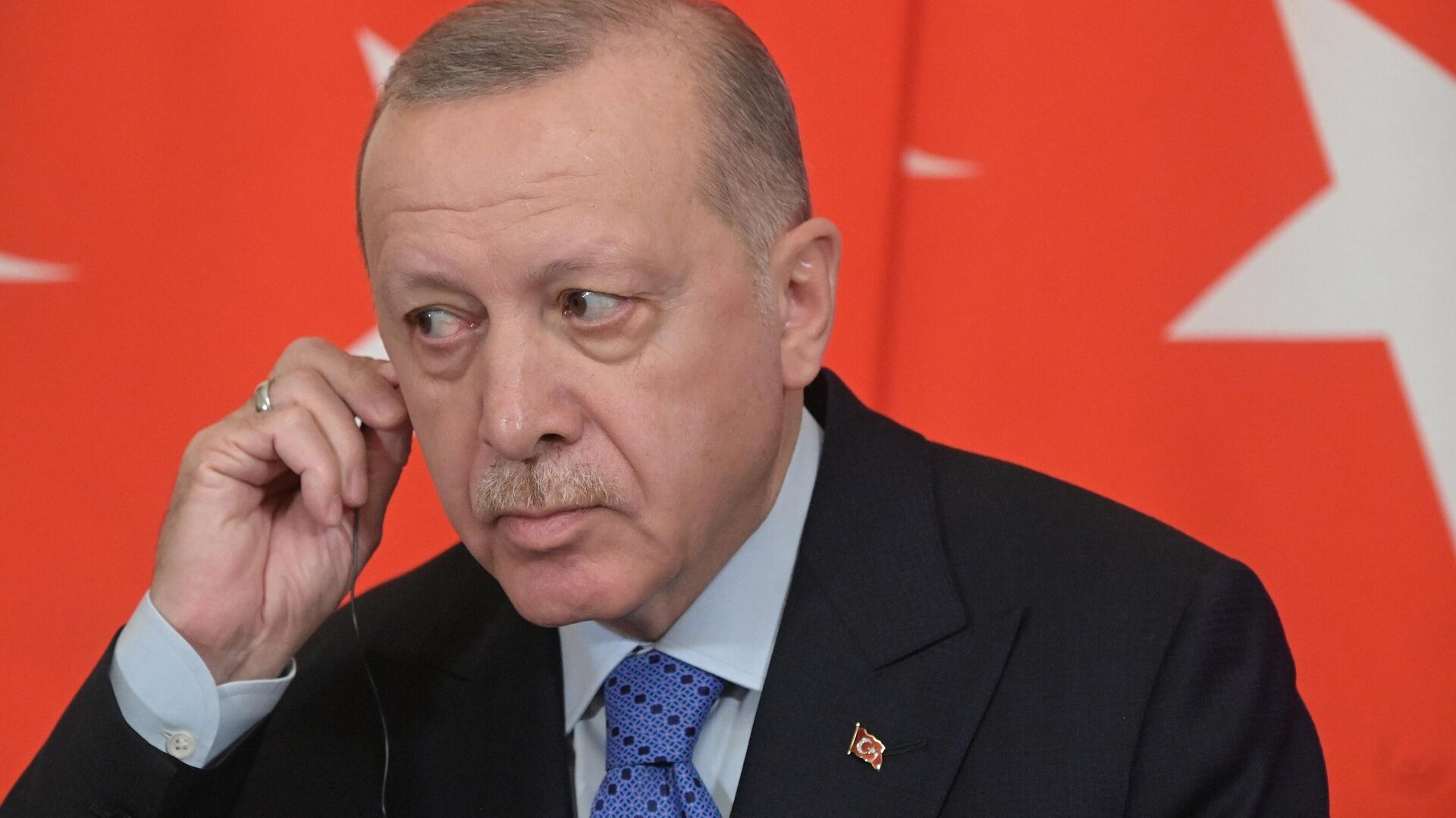 Президент Турции Реджеп Тайип Эрдоган во время совместного с президентом РФ Владимиром Путиным пресс-подхода - РИА Новости, 1920, 27.09.2020