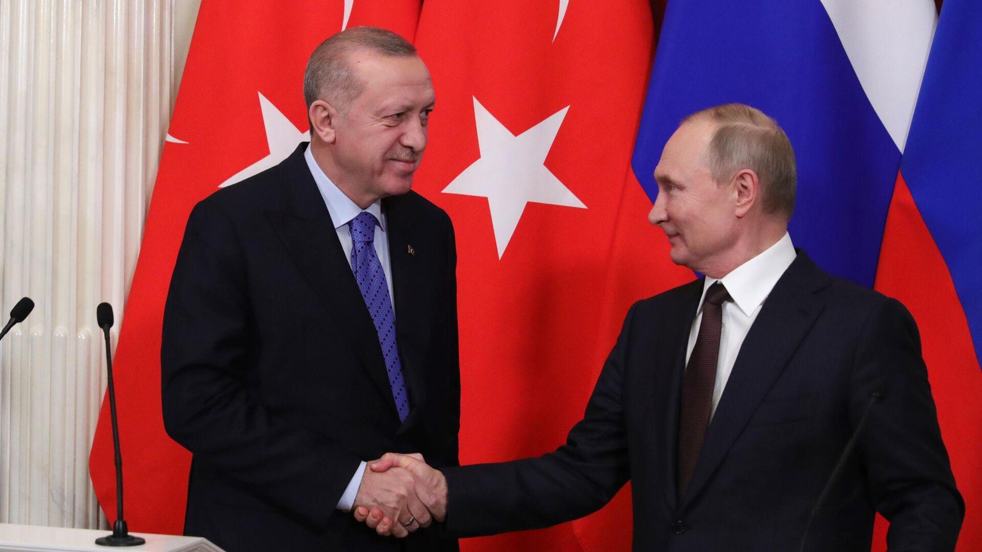 Президент РФ Владимир Путин и президент Турции Реджеп Тайип Эрдоган во время пресс-подхода - РИА Новости, 1920, 24.06.2021