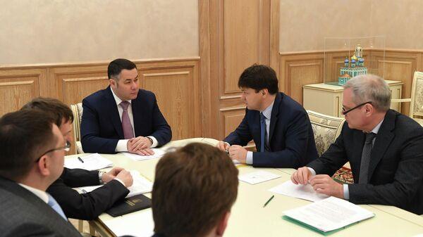 Губернатор Тверской области Игорь Руденя во время встречи с генеральным директором АО Пикалёвская сода
