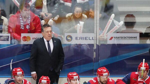 Майк Пелино и хоккеисты Локомотива