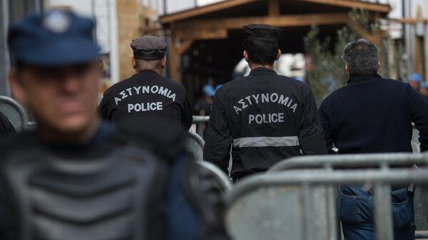 Сотрудники греческой полиции