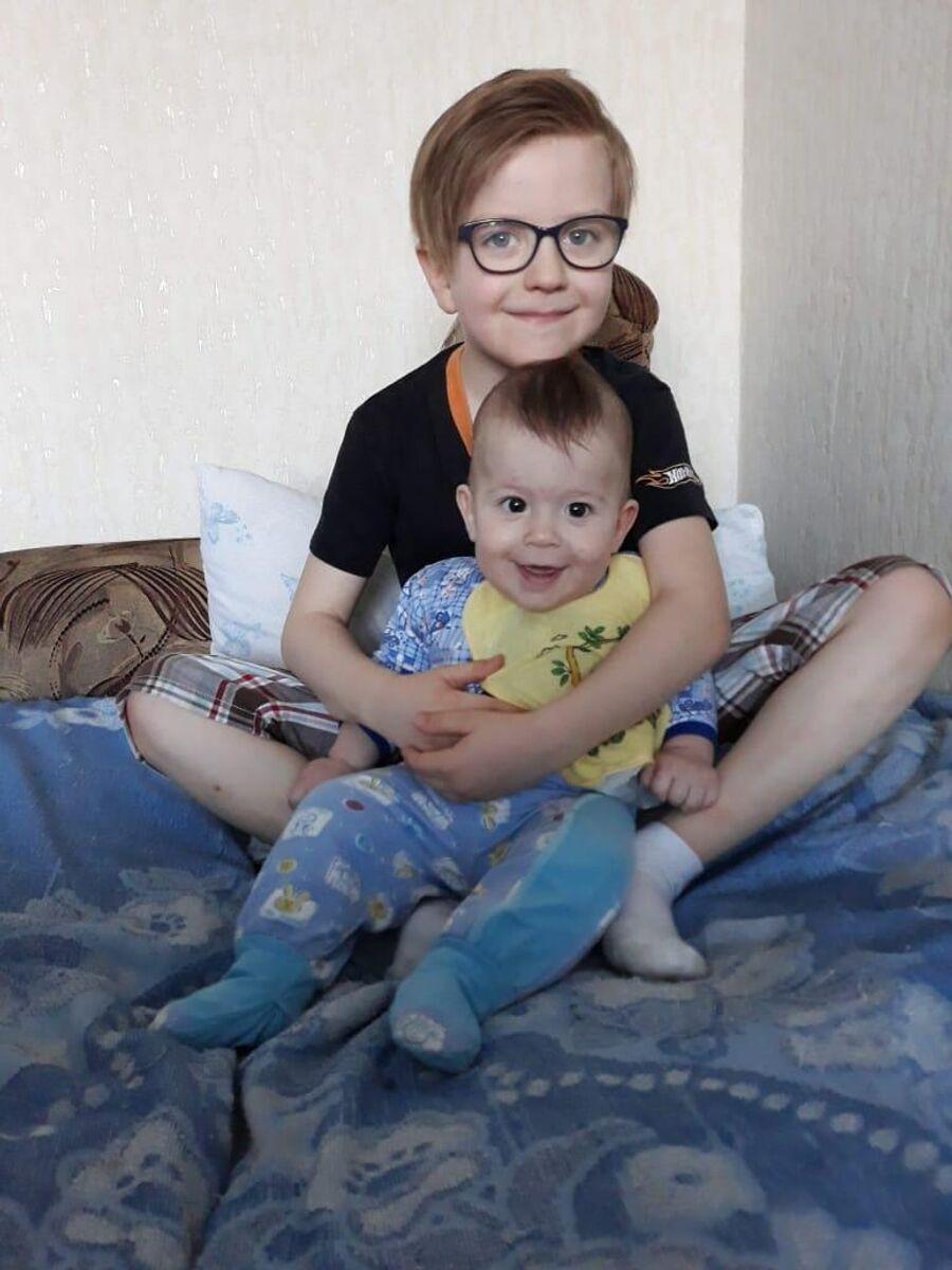 Братья старший и младший