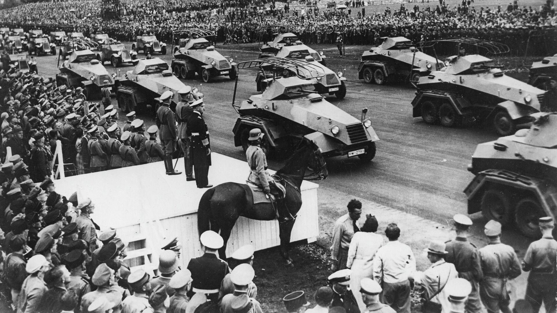 Бронетехника вермахта во время парада в Нюрнберге, Германия. 1938 - РИА Новости, 1920, 21.06.2021