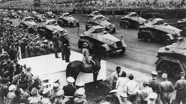 Бронетехника вермахта во время парада в Нюрнберге, Германия. 1938